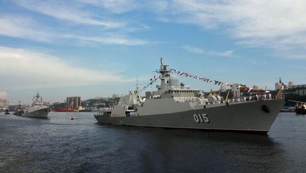 Tàu 016 Quang Trung và tàu 015 Trần Hưng Đạo của Hải quân Việt Nam. - Sputnik Việt Nam