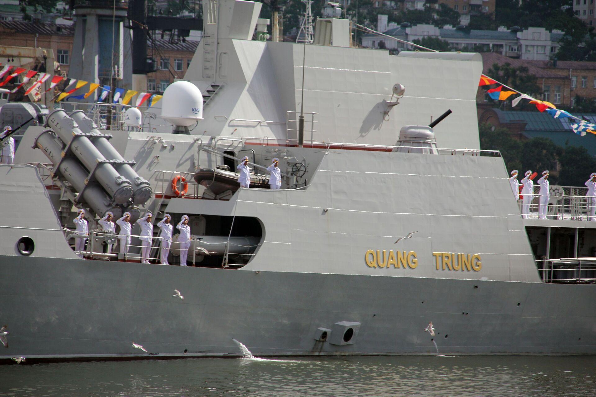 Tàu hộ vệ tên lửa lớp Gepard 3.9 - 016 Quang Trung của Hải quân Việt Nam - Sputnik Việt Nam, 1920, 05.10.2021
