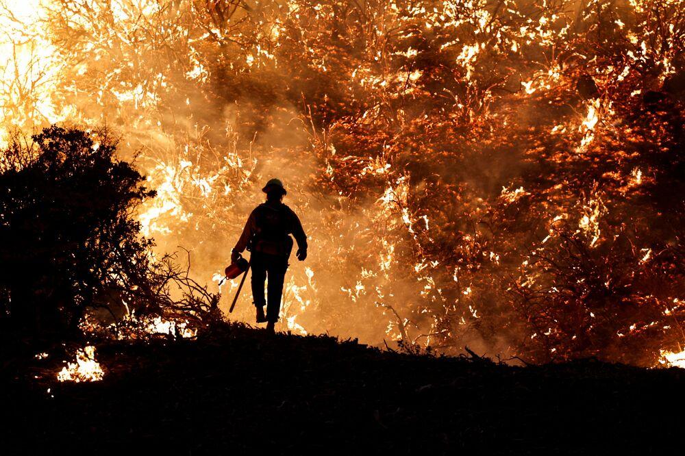Lính cứu hỏa trong vụ cháy rừng ở California, Mỹ