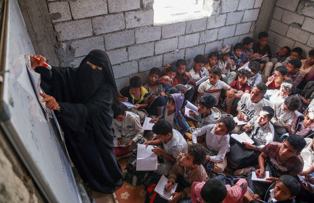 Giờ học trong một trường ở Yemen