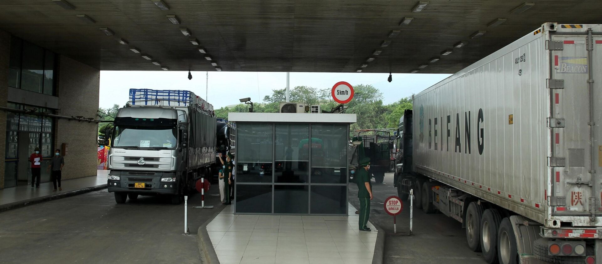 Hoạt động xuất nhập khẩu qua cửa khẩu Kim Thành, Lào Cai những ngày qua diễn ra bình thường, không xảy ra hiện tượng ùn ứ tại cửa khẩu. - Sputnik Việt Nam, 1920, 27.08.2021