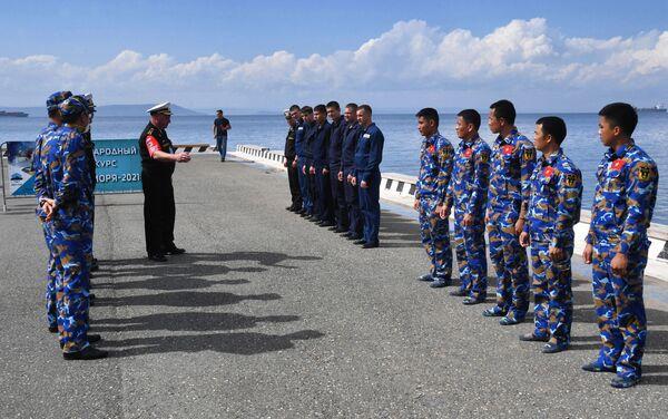 Quân nhân Nga và Việt Nam tại cuộc thi Cúp Biển ở Vladivostok trong khuôn khổ Hội thao Quân đội Quốc tế Army Games-2021 - Sputnik Việt Nam