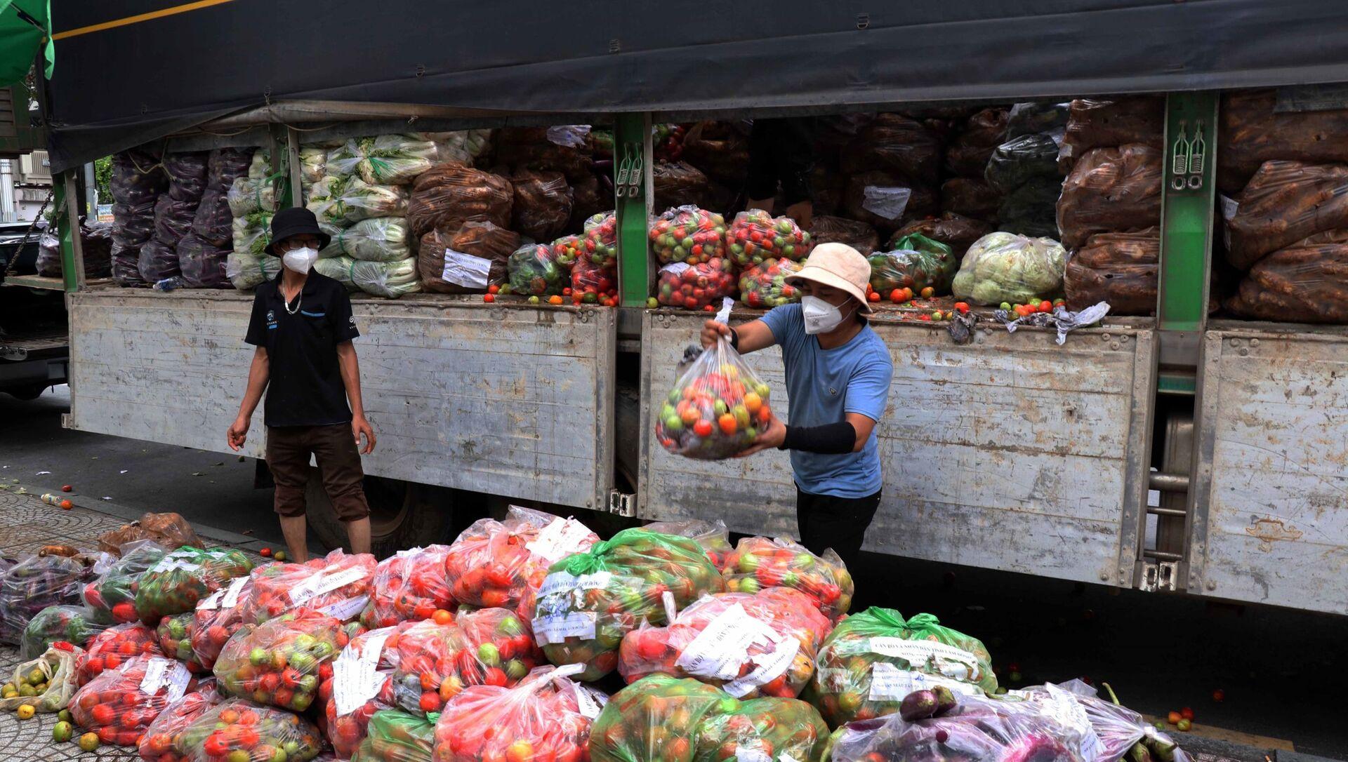 Từ nay đến 15/9, mỗi ngày tỉnh Lâm Đồng sẽ chuyển cho Thành phố Hồ Chí Minh 200 tấn rau, củ, quả để hỗ trợ lực lượng tuyến đầu và người dân trong đợt dịch - Sputnik Việt Nam, 1920, 29.08.2021