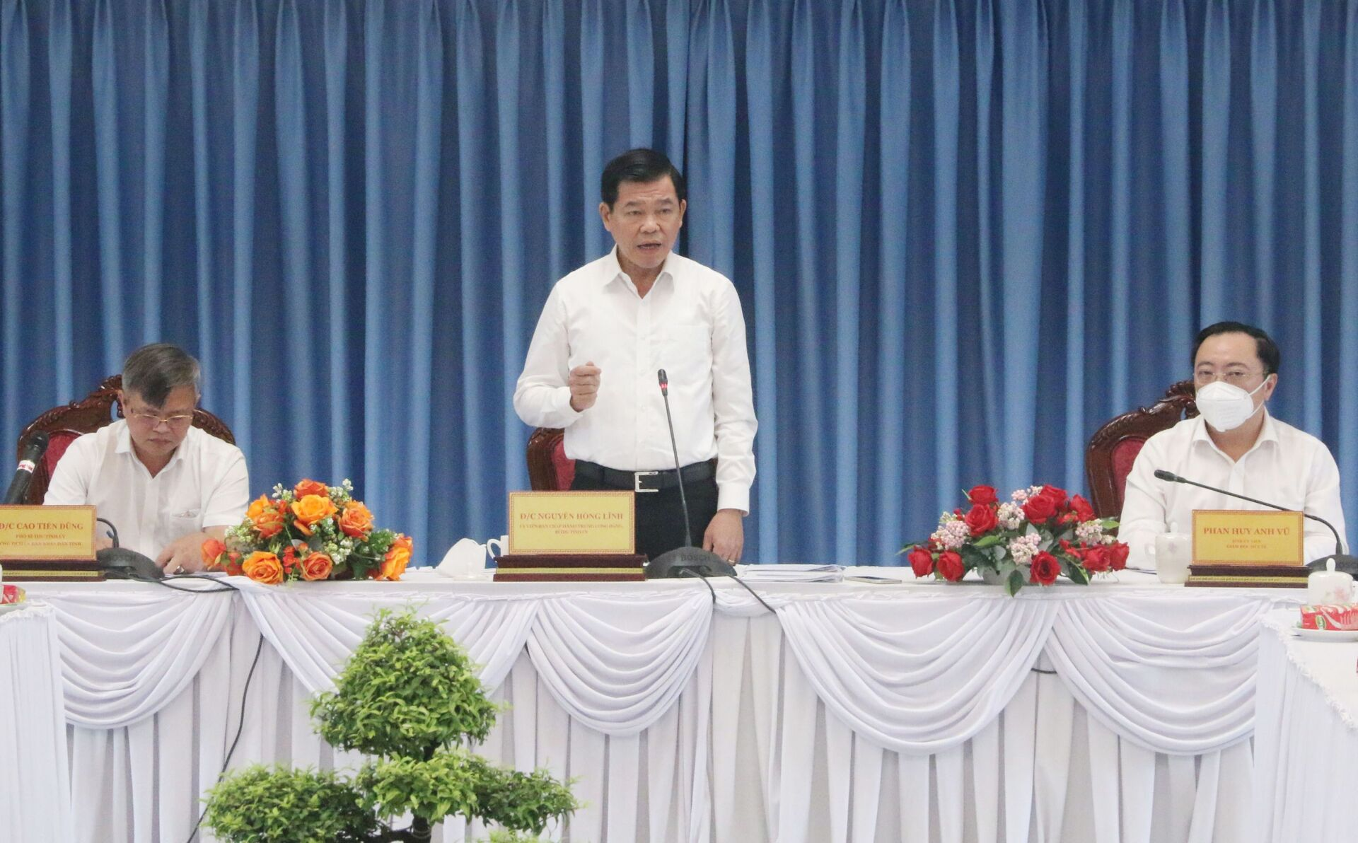 Bí thư Tỉnh ủy Đồng Nai Nguyễn Hồng Lĩnh phát biểu tại cuộc họp. - Sputnik Việt Nam, 1920, 05.10.2021