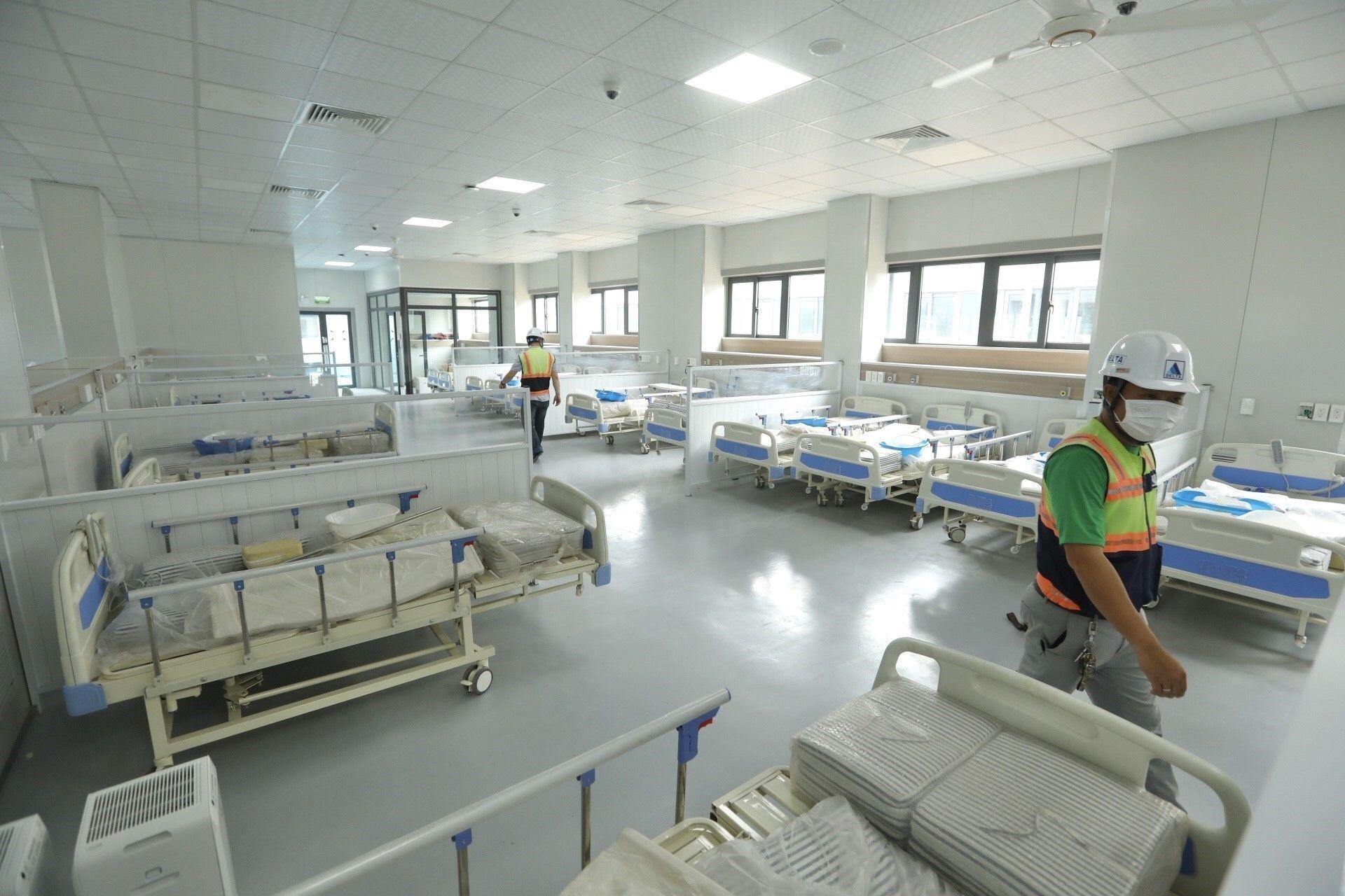 Bệnh viện dã chiến có quy mô 500 giường bệnh, điều trị cho bệnh nhân COVID-19. - Sputnik Việt Nam, 1920, 05.10.2021