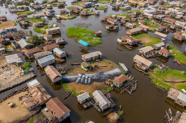 Land-art của nghệ sĩ Saype ở Ganwy, Benin  - Sputnik Việt Nam
