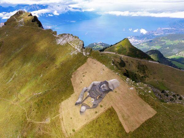 Bức tranh nghệ thuật theo phong cách land-art của nghệ sĩ Pháp Guillaume Legros trên dãy núi Alps của Thụy Sĩ  - Sputnik Việt Nam