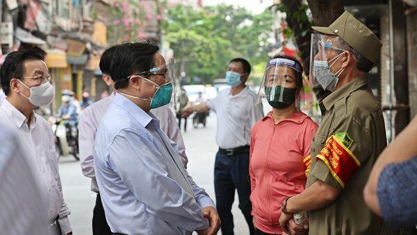 Thủ tướng Phạm Minh Chính kiểm tra đột xuất các điểm nóng về dịch bệnh COVID-19 tại Hà Nội - Sputnik Việt Nam