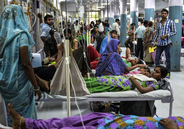 Bệnh nhân sốt xuất huyết trong bệnh viện ở Ấn Độ