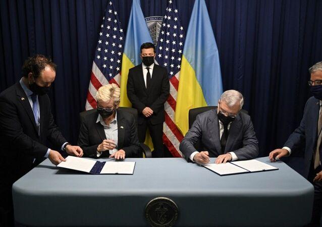 Tổng thống Ukraina Vladimir Zelenskyy tại buổi ký kết các văn kiện trong chuyến thăm Mỹ