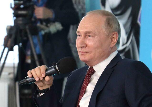 Tổng thống Nga Vladimir Putin gặp gỡ với các em học sinh ở Vladivostok