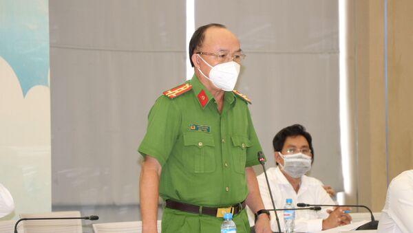 Đại tá Trần Văn Chính, Phó Giám đốc, Thủ trưởng Cơ quan cảnh sát điều tra (Công an tỉnh Bình Dương) cung cấp thông tin tại Hội nghị. - Sputnik Việt Nam