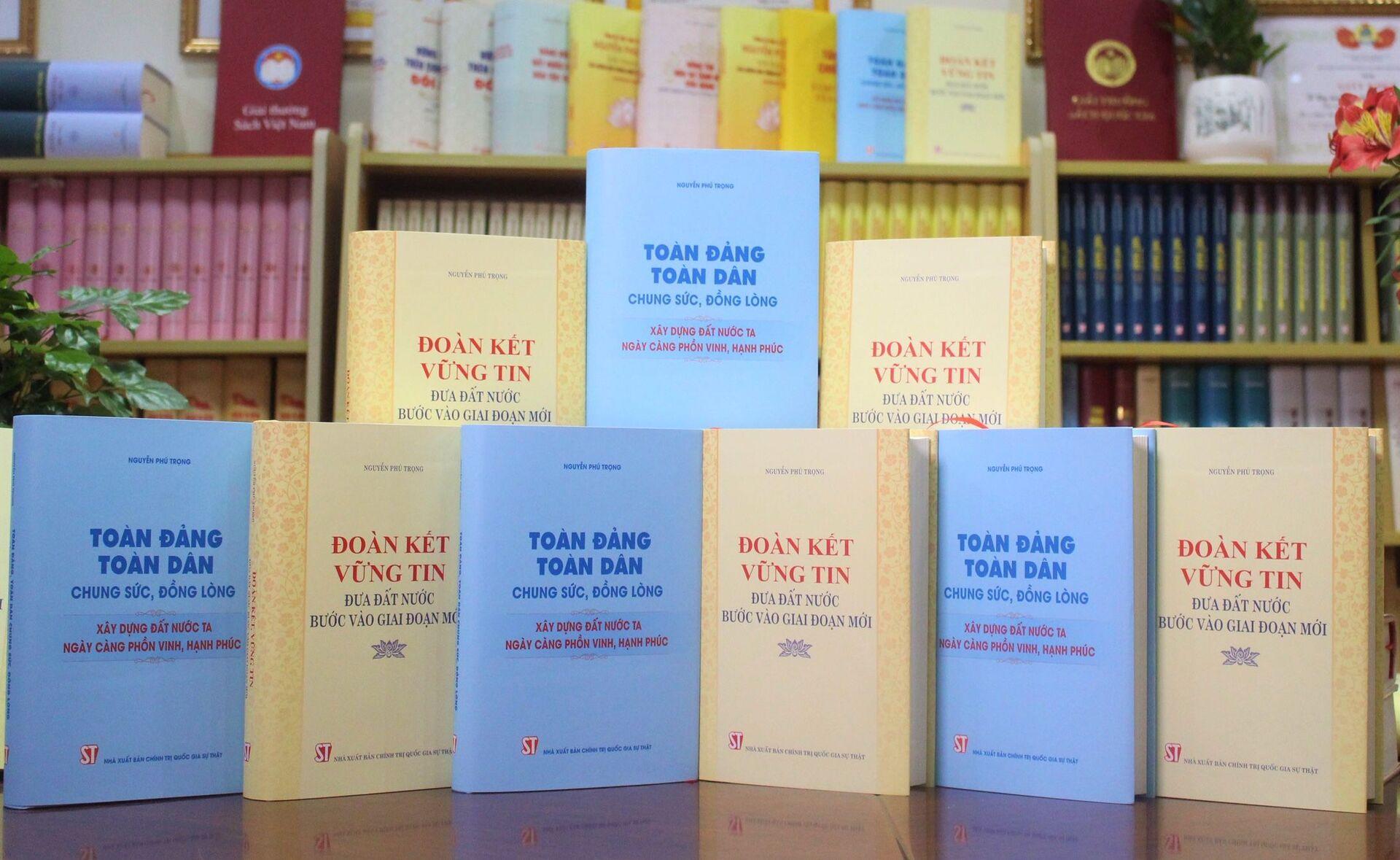 Nhà xuất bản Chính trị quốc gia Sự thật giới thiệu hai cuốn sách của đồng chí Tổng Bí thư Nguyễn Phú Trọng. - Sputnik Việt Nam, 1920, 05.10.2021