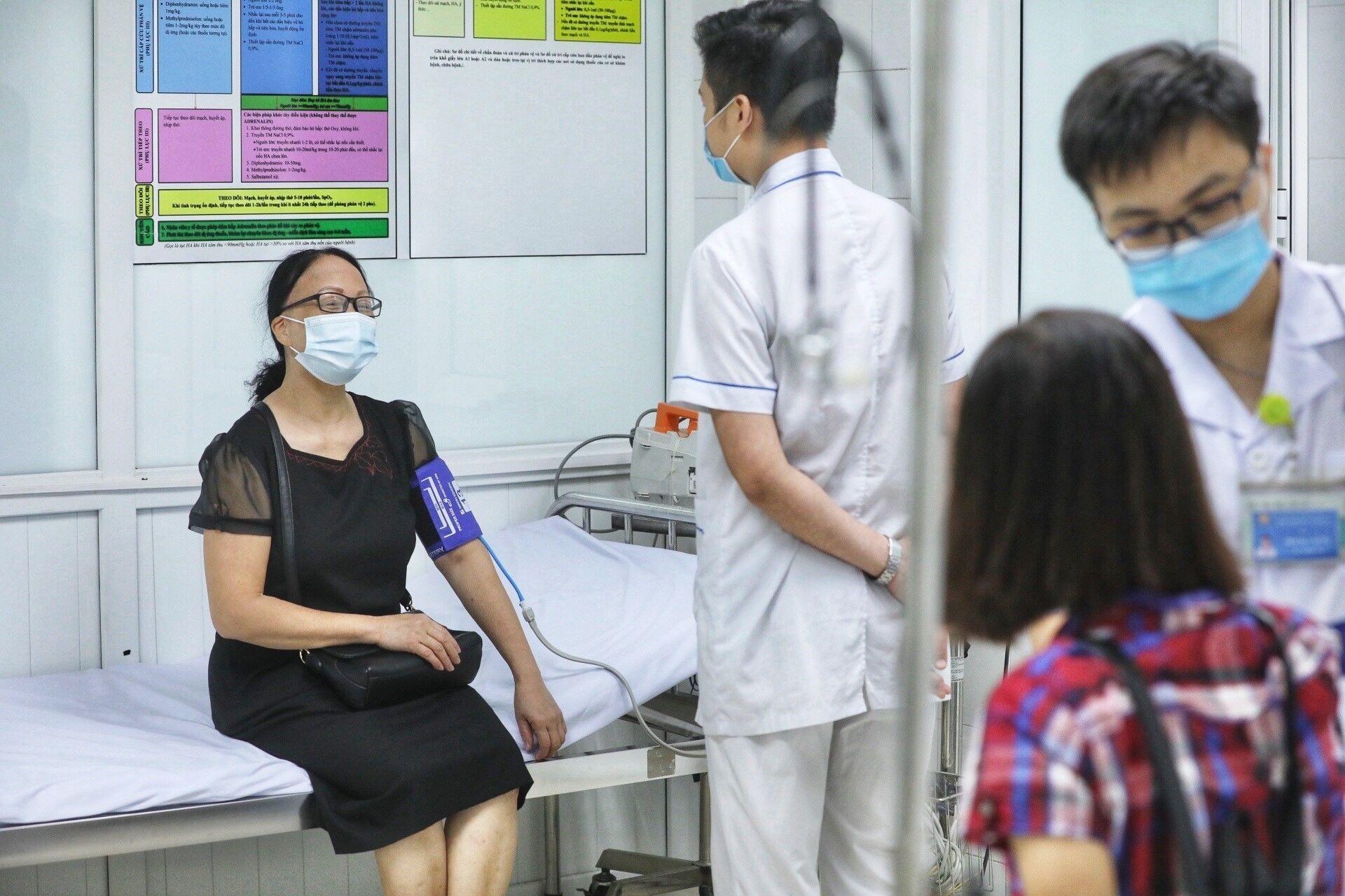 Khu vực theo dõi sau tiêm thử nghiệm giai đoạn 3 vaccine Nano Covax tại Học viện Quân y. - Sputnik Việt Nam, 1920, 05.10.2021
