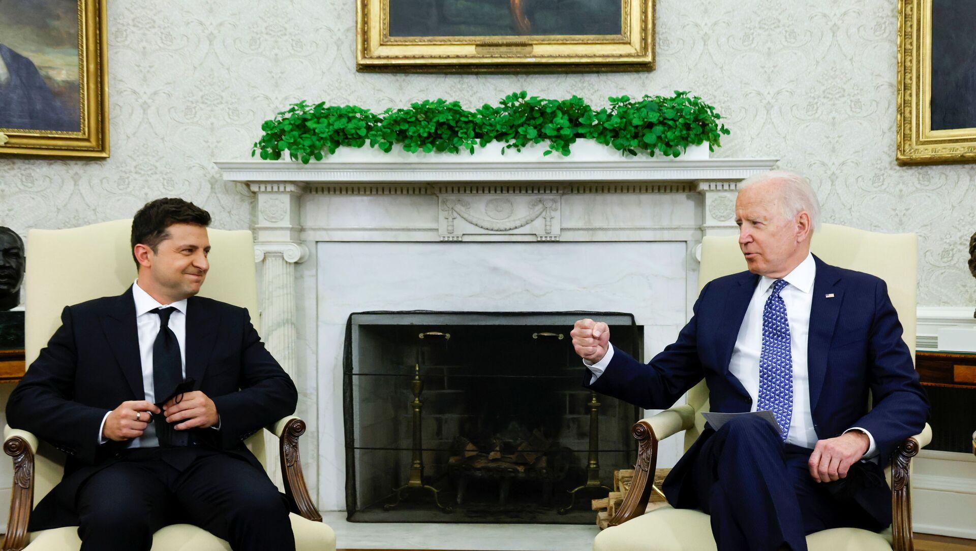 Tổng thống Hoa Kỳ Joe Biden gặp Tổng thống Ukraina Vladimir Zelensky tại Phòng Bầu dục Nhà Trắng ở Washington, Hoa Kỳ, ngày 1/9/2021 - Sputnik Việt Nam, 1920, 02.09.2021