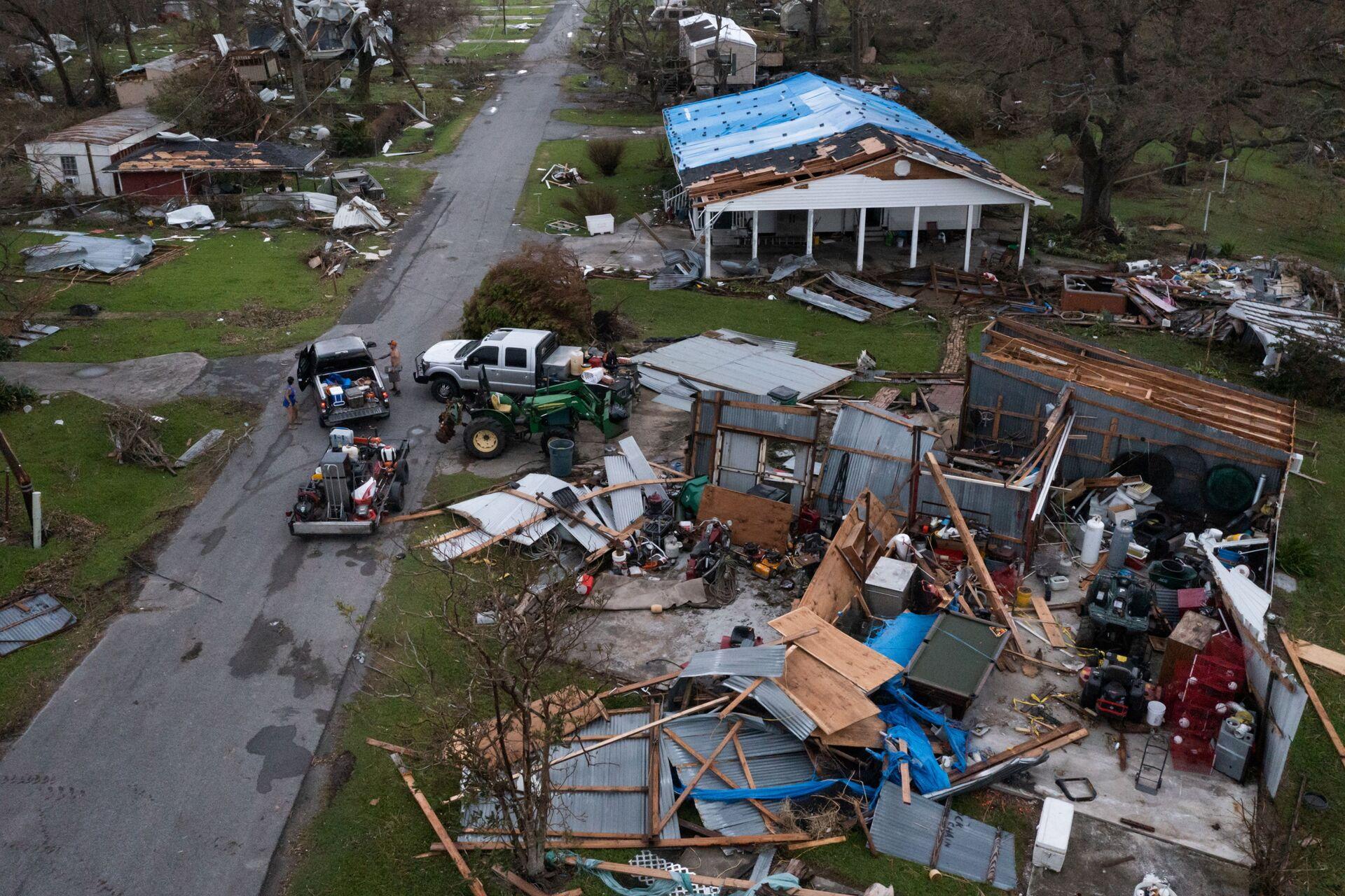 Những ngôi nhà bị tàn phá sau cơn bão Ida ở bang Louisiana - Sputnik Việt Nam, 1920, 05.10.2021