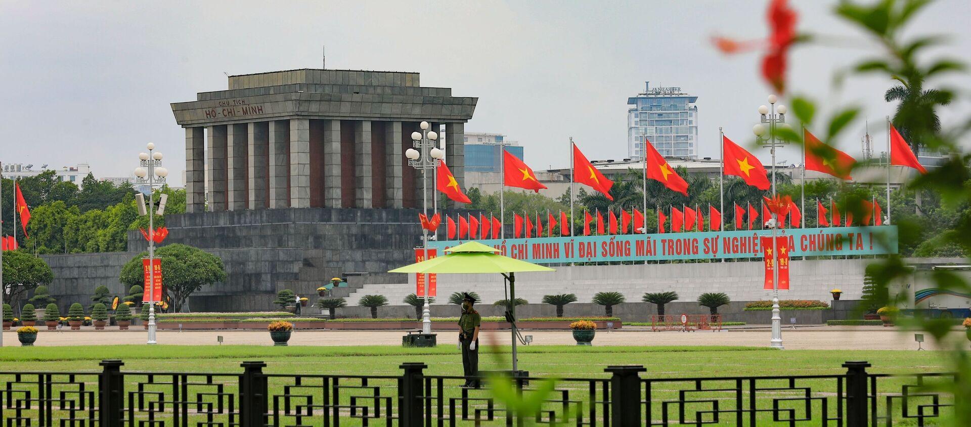 Lăng Chủ tịch Hồ Chí Minh trên Quảng trường Ba Đình trong ngày Quốc khánh. - Sputnik Việt Nam, 1920, 02.09.2021