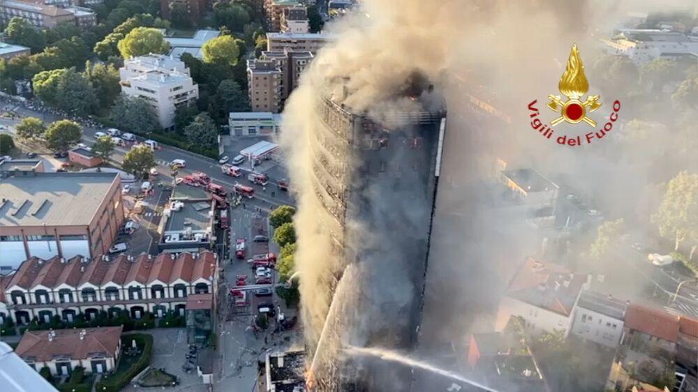 Vụ cháy nghiêm trọng trong tòa nhà chung cư ở Milan, Ý