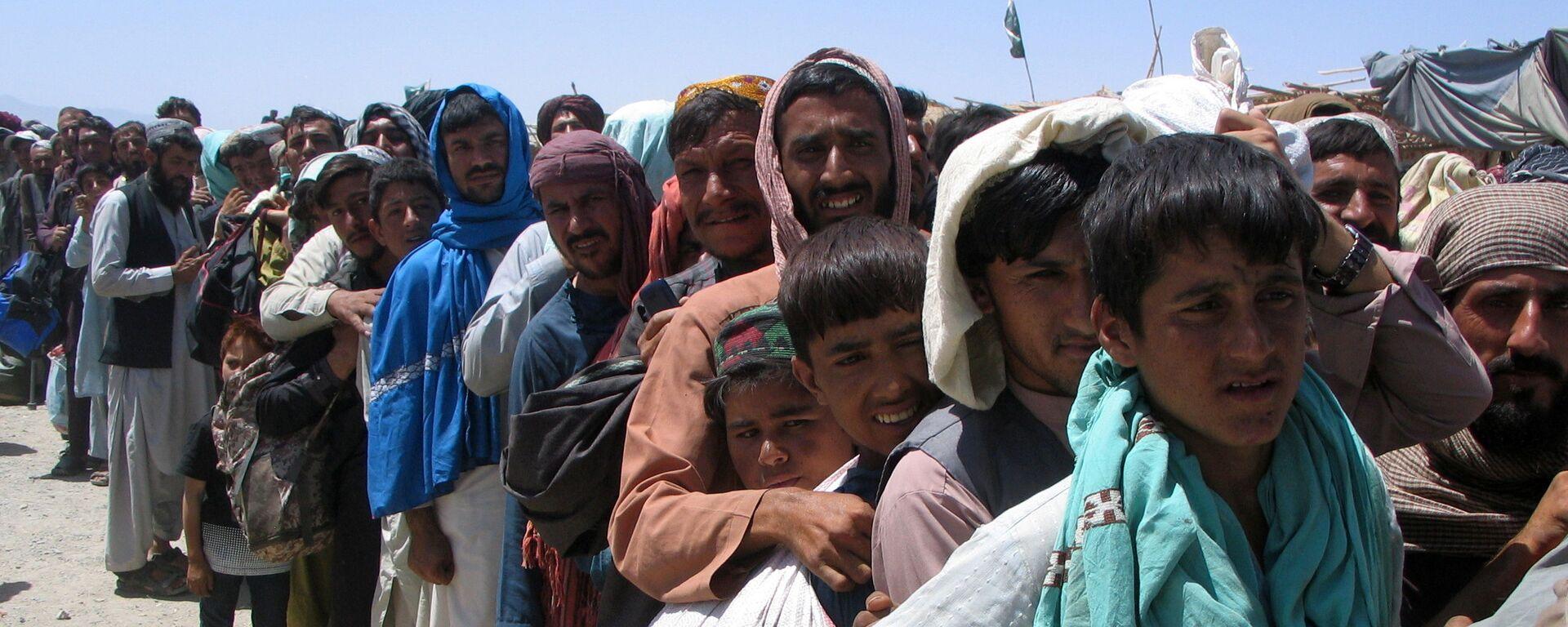 Nhóm người trước trạm kiểm soát Cổng Tình bạn ở Chaman, thị trấn biên giới Pakistan-Afghanistan,  Pakistan - Sputnik Việt Nam, 1920, 04.09.2021