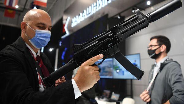 Súng tiểu liên PPK-20, được giới thiệu trong triển lãm tại Diễn đàn Quốc tế Army-2021 - Sputnik Việt Nam