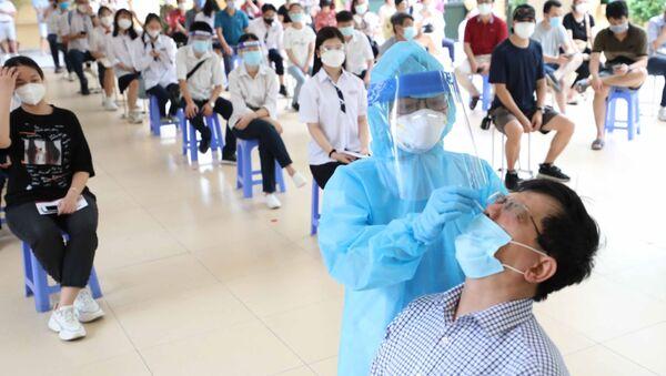 COVID-19: Hà Nội lấy mẫu xét nghiệm cho các lực lượng tham gia lễ khai giảng trực tiếp vào ngày 5/9 - Sputnik Việt Nam
