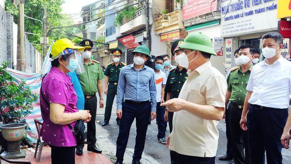 Bí thư Thành ủy Hà Nội kiểm tra thực hiện cách ly phòng, chống COVID-19 tại các phường Văn Miếu, Văn Chương - Sputnik Việt Nam