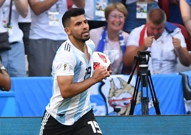 Sergio Aguero trong trận chung kết 1/8 FIFA World Cup giữa đội tuyển quốc gia Pháp và Argentina