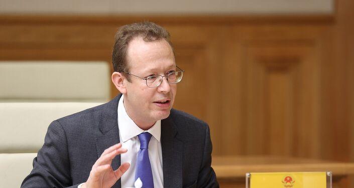 Đại biện lâm thời Đại sứ quán Hoa Kỳ tại Hà Nội Christopher Klein phát biểu tại buổi làm việc.