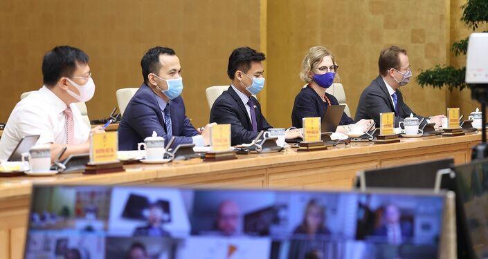 Đại diện các doanh nghiệp Hoa Kỳ tại Việt Nam tham dự tại điểm cầu Chính phủ.