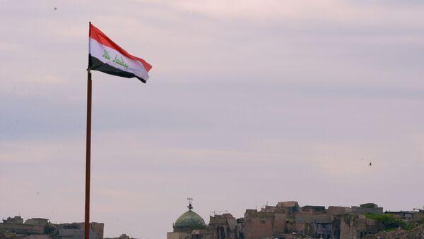 Lá cờ Iraq trên nền những tòa nhà bị phá hủy ở Mosul - Sputnik Việt Nam