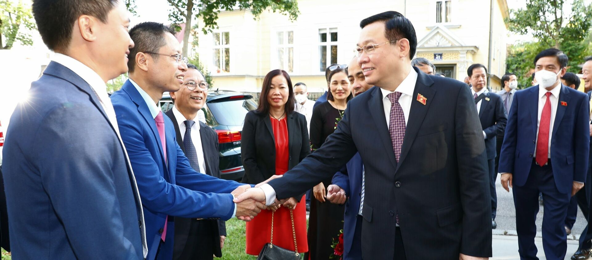 Chủ tịch Quốc hội Vương Đình Huệ thăm Đại sứ quán Việt Nam tại Áo - Sputnik Việt Nam, 1920, 06.09.2021