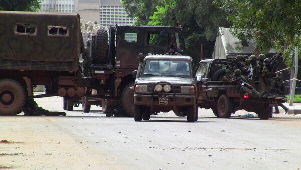 Lực lượng đặc biệt trên một đường phố của Conakry trong khi xảy ra cuộc đảo chính - Sputnik Việt Nam