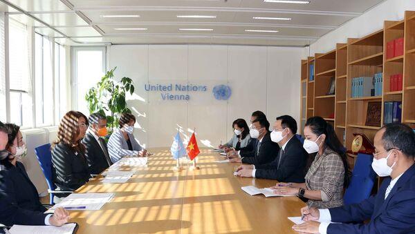 Chủ tịch Quốc hội Vương Đình Huệ gặp Giám đốc điều hành Văn phòng Liên hợp quốc tại Vienna - Sputnik Việt Nam
