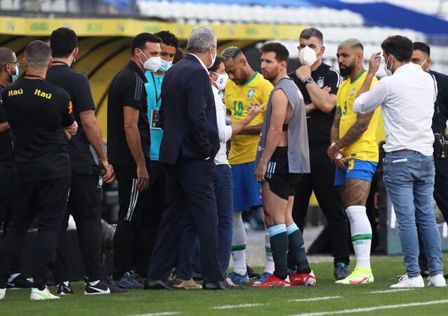 Gián đoạn trận đấu giữa đội tuyển quốc gia Argentina và Brazil tại Sao Paulo