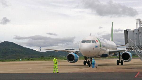 Chiều 4/9 có thêm 2 chuyến bay chở các thai phụ từ san bay Tân Sơn Nhất (TP. HCM) về sân bay Liên Khương (Lâm Đồng) - Sputnik Việt Nam