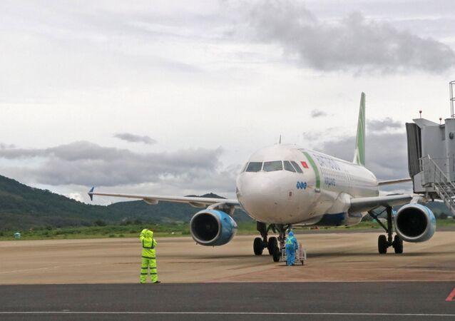 Chiều 4/9 có thêm 2 chuyến bay chở các thai phụ từ san bay Tân Sơn Nhất (TP. HCM) về sân bay Liên Khương (Lâm Đồng)