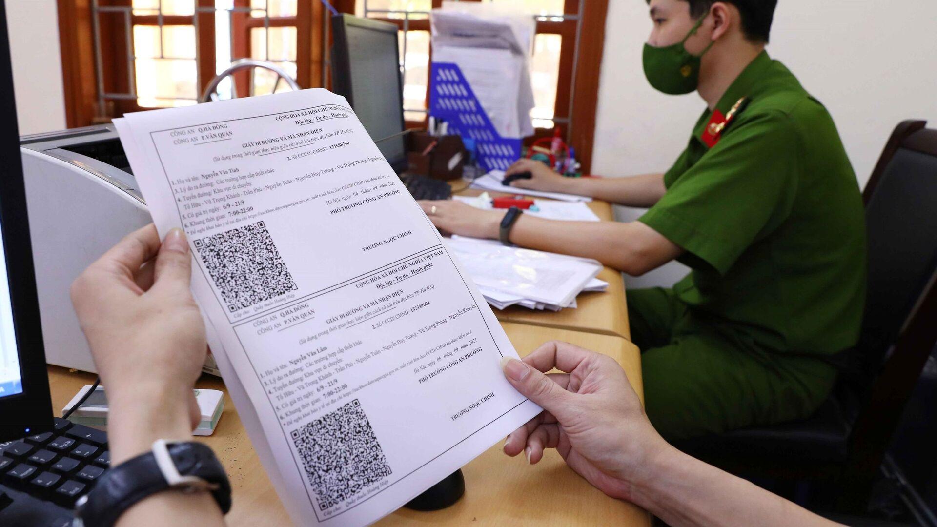 Công an Hà Nội khẩn trương cấp giấy đi đường theo mẫu mới cho người dân - Sputnik Việt Nam, 1920, 14.10.2021