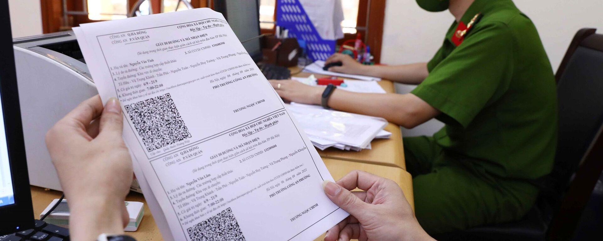 Công an Hà Nội khẩn trương cấp giấy đi đường theo mẫu mới cho người dân - Sputnik Việt Nam, 1920, 08.09.2021