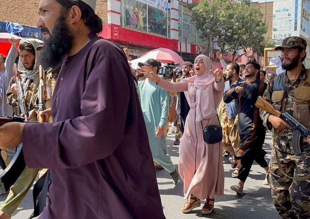 Taliban giải tán người biểu tình ở Kabul