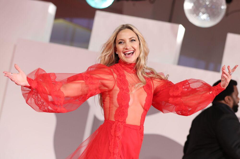 Nữ diễn viên Kate Hudson trên thảm đỏ Liên hoan phim Venice