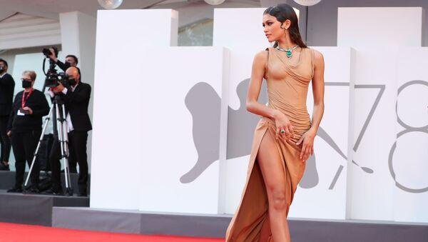 Nữ diễn viên Zendaya trên thảm đỏ Liên hoan phim Venice - Sputnik Việt Nam