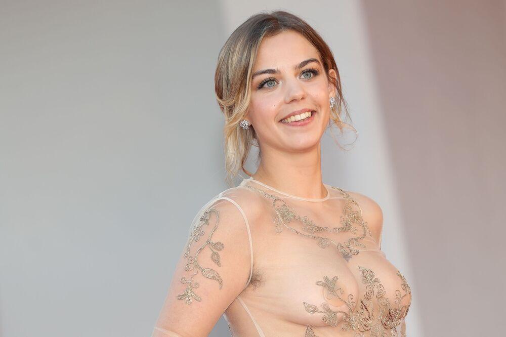 Nữ diễn viên Salome Devaels trên thảm đỏ Liên hoan phim quốc tế Venice lần thứ 78