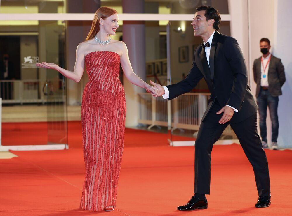 Jessica Chastain và Oscar Isaac trên thảm đỏ Liên hoan phim quốc tế Venice lần thứ 78