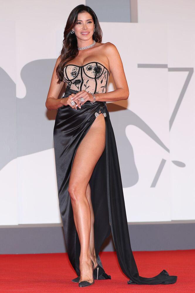 Nữ diễn viên kiêm nhà sản xuất Ayda Jespitsa tại Liên hoan phim quốc tế Venice lần thứ 78