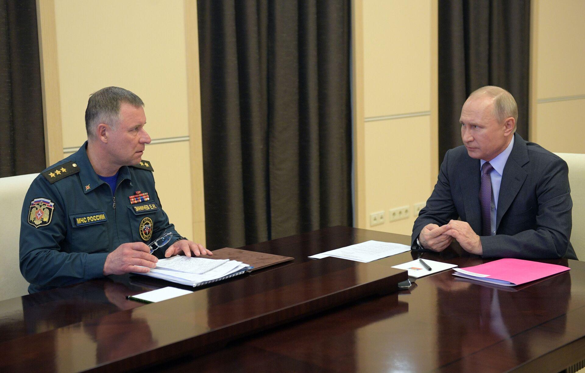 Yevgeny Zinichev trong cuộc gặp với Tổng thống Vladimir Putin, tháng 4 năm 2020 - Sputnik Việt Nam, 1920, 05.10.2021