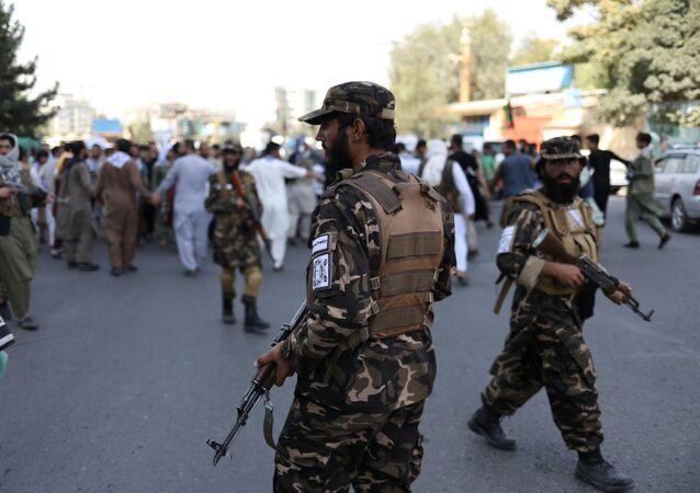 Taliban* giải tán người biểu tình ở Kabul
