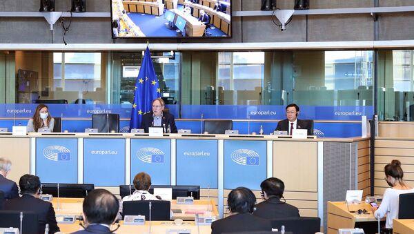 Chủ tịch Quốc hội Vương Đình Huệ làm việc với Chủ tịch Ủy ban Thương mại quốc tế Nghị viện châu Âu - Sputnik Việt Nam