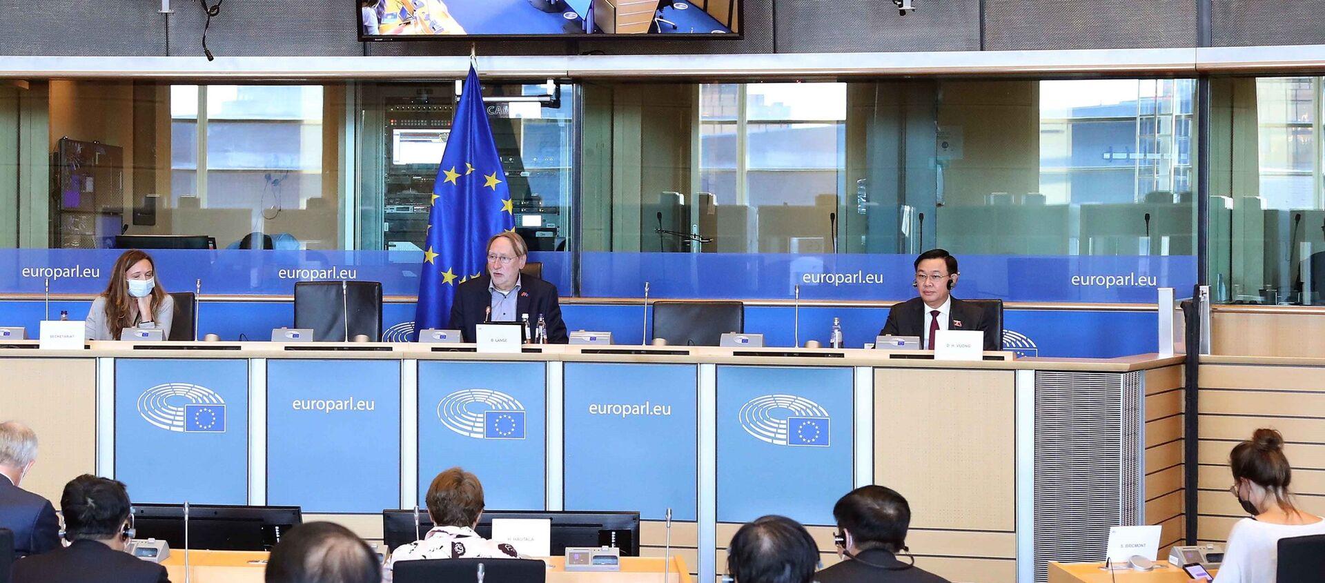 Chủ tịch Quốc hội Vương Đình Huệ làm việc với Chủ tịch Ủy ban Thương mại quốc tế Nghị viện châu Âu - Sputnik Việt Nam, 1920, 09.09.2021