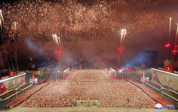 CHDCND Triều Tiên tổ chức duyệt binh ban đêm để kỷ niệm Quốc khánh (09.09.2021) - Sputnik Việt Nam