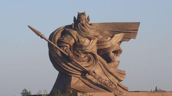 Bức tượng vinh danh nhà lãnh đạo quân sự Quan Vũ thành phố Kinh Châu, tỉnh Hồ Bắc, Trung Quốc - Sputnik Việt Nam